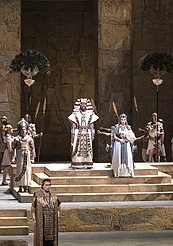 A scene from Verdis Aida © Photo by Marty Sohl / Metropolitan Opera 2007