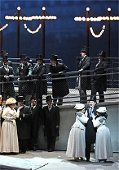 A scene from Massenets Manon / © Photo by Karen Almond, Met Opera