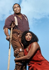 Eric Owens as Porgy and Angel Blue as Bess in the Gershwins Porgy and Bess / © Photo by Paola Kudacki, Met Opera